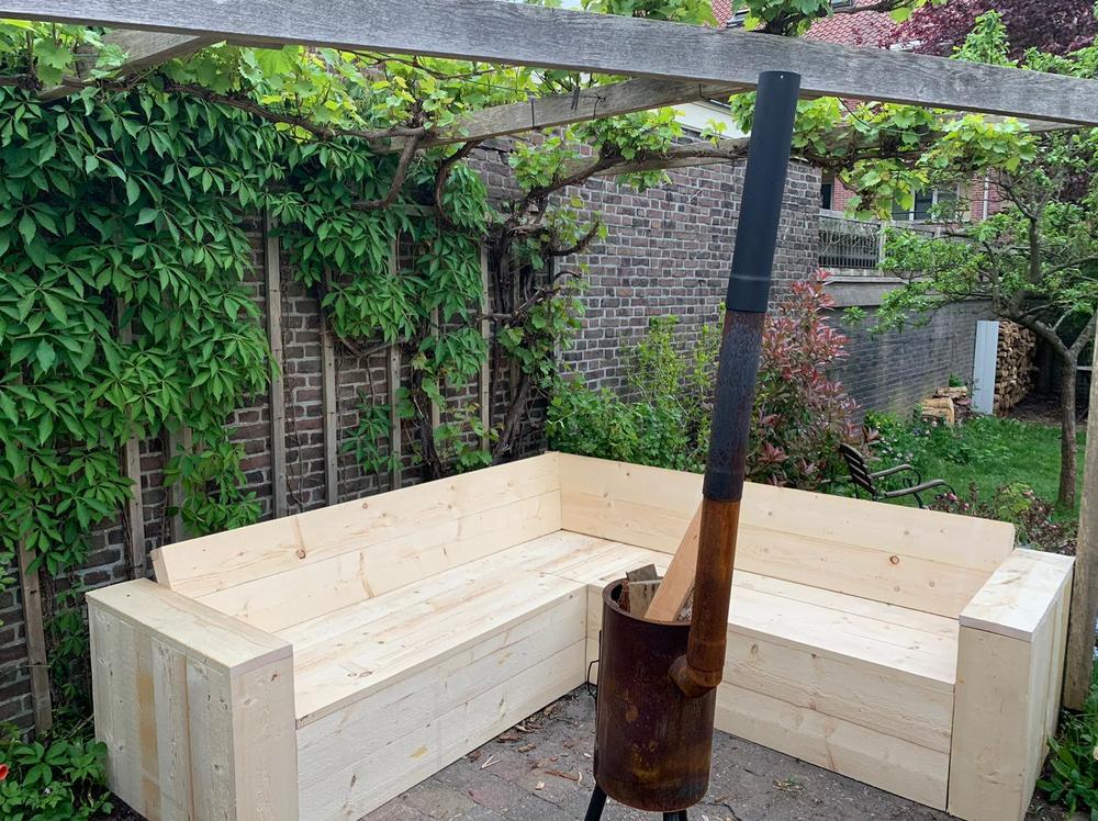 Steigerhout hoekbank in de tuin met opbergvakken