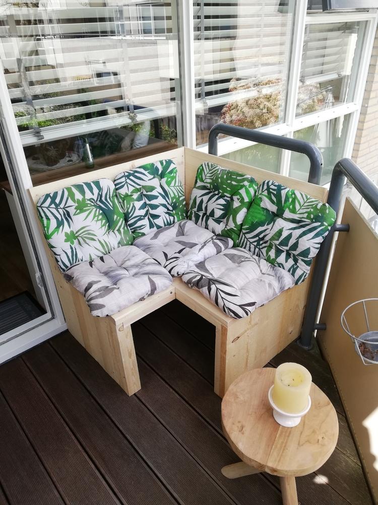 Klein hoekbankje steigerhout op balkon om zelf te maken bouwpakket