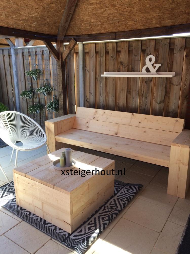Loungebank steigerhout en tafel steigerhout onder afdag