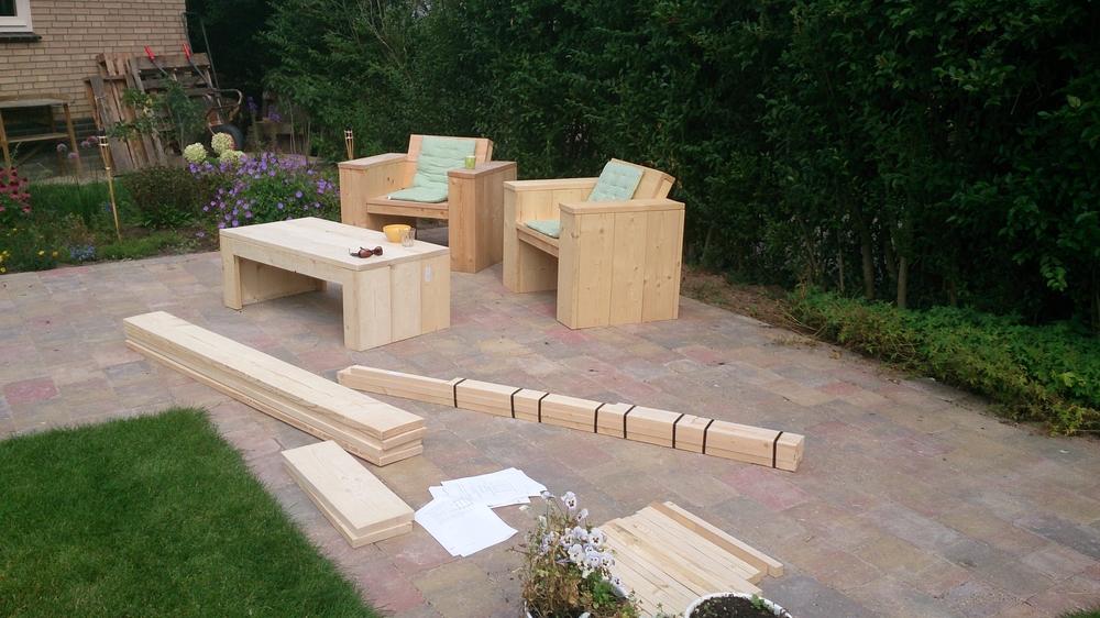 Loungebank steigerhout moet nog gemaakt worden met 2 stoelen die af zijn