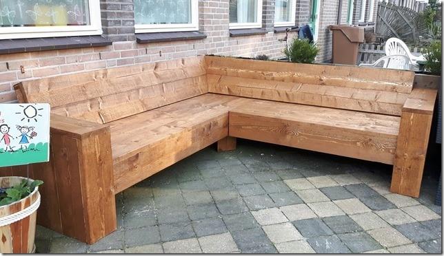 Hoekbank steigerhout met 1 plank onder zitting extra bruin gebeitst