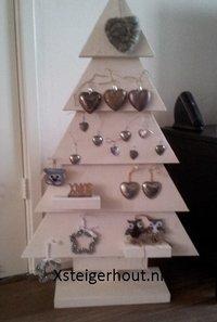 Steigerhout kerstboom met hartjes