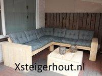 Hoekbank steigerhout met grijze kussens