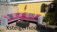 Steigerhout hoekbank met rode kussens