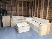 Overkapping met steigerhout meubels