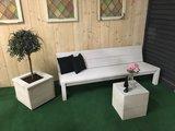 Steigerhout bank wit met plantenbak en tafel